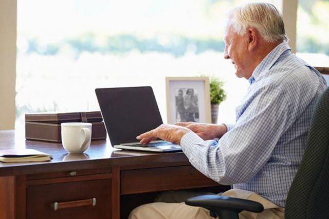 Удаленная работа на дому в москве вакансии пенсионерам на чем зарабатывают сайты для фрилансеров
